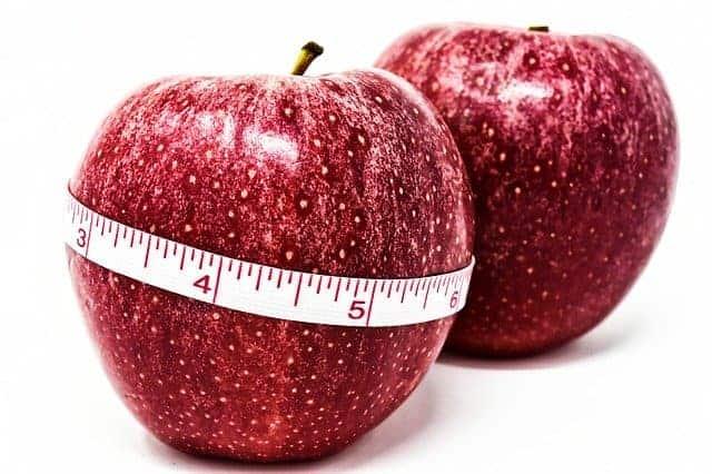 mela legata da un centimetro, controllo del peso