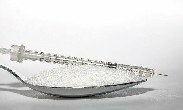 un cucchiaio di zucchero, un'iniezione di insulina
