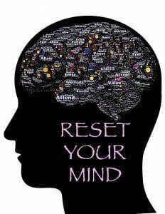 Illustrazione che mostra la testa, il contorno del cervello e l'iscrizione: reimpostare la mente