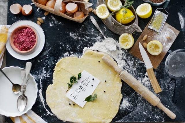 pasta arrotolata, farina, uova, accessori da cucina