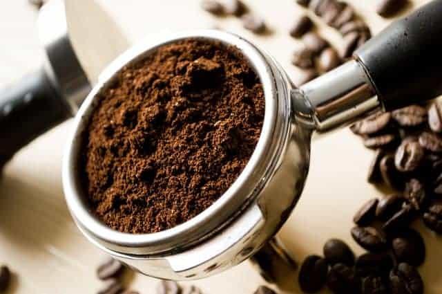 cucchiaino di caffè macinato