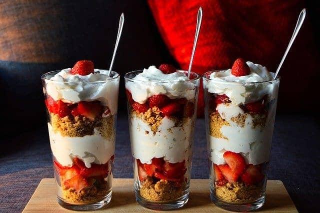 dessert dietetico con frutta e yogurt