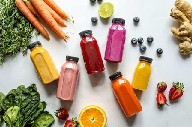 Bottiglia di verdura, frutta e succhi di frutta
