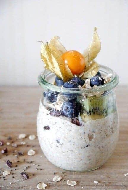 farina d'avena con yogurt e frutta
